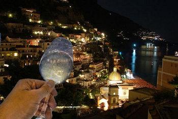 Si illumina Minori, città del gusto in Costiera Amalfitana