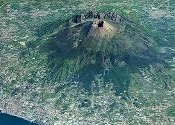 Tutti i Vini Bianchi Vulcanici a Napoli per Vulcania