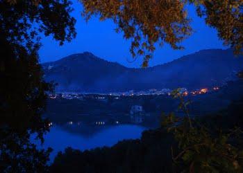 """""""Lucciole e Sibilla"""" al Lago d'Averno Pozzuoli (NA)."""