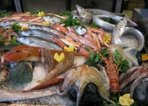Sapori in Cornice a Napoli, la natura morta con pesci e molluschi
