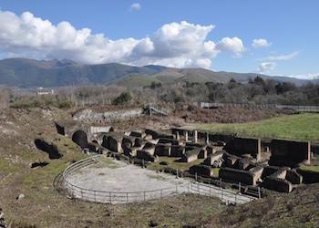 Pic-Nic nell' antica Cales per conoscere il teatro romano