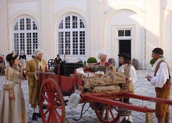 La Seta di San Leucio al Festival di Napoli. Con Favole Seriche possibile anche vestirsi con abiti del '700