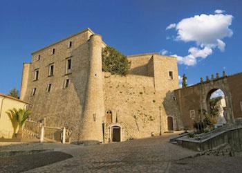 A Volturara Irpinia la mostra fotografica sui castelli irpini di Giuseppe Ottaiano
