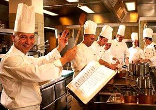 Buone proposte Fipe e Fiepet su riapertura ( anche serale)  ristoranti, il Mise apre.