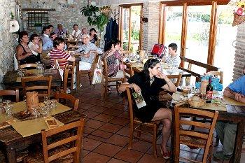 Riaperture, davvero tutti potranno all'aperto e  fare a meno dei ristori?