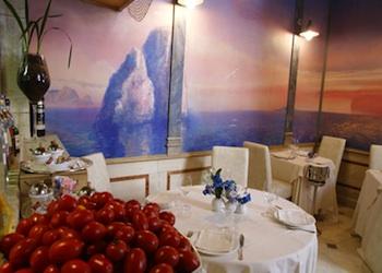Cene d'arte a Napoli, ecco la cena rossa