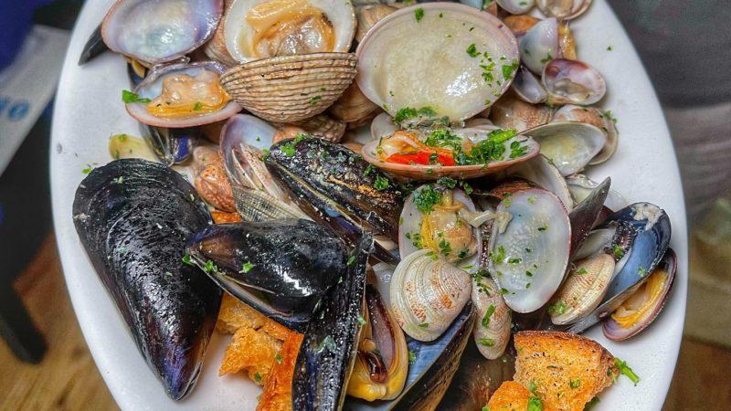 Locanda di Re Nettuno, la grande cucina di pesce a Caiazzo.. e con un disco di pizza di Franco Pepe…