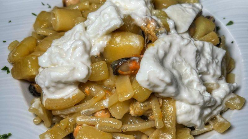 Pasta, Patate, Cozze e …Stracciata di Bufala,  a Locanda  Re Nettuno a Caiazzo